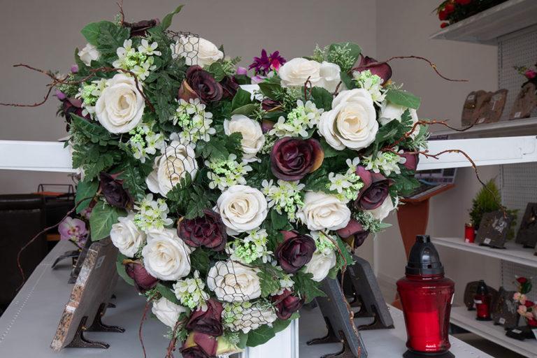 gerbe de fleurs en forme de coeur